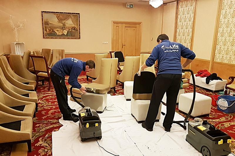 Pranie sofy, fotele i krzesła w hotelu